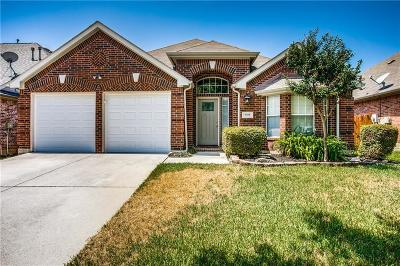 Fort Worth Single Family Home For Sale: 9105 Peace Street