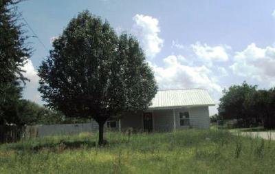 Archer County, Baylor County, Clay County, Jack County, Throckmorton County, Wichita County, Wise County Single Family Home For Sale: 326 E Pine Street