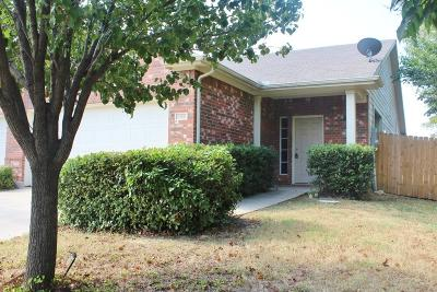 Fort Worth Residential Lease For Lease: 1300 Saddle Blanket Court