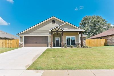 Lindale Single Family Home For Sale: 15322 Spring Oaks Drive