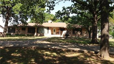 Hurst Single Family Home For Sale: 1400 Cimarron Trail