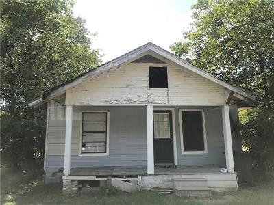 Johnson County Single Family Home For Sale: 105 Cleveland Street
