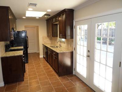 Grand Prairie Single Family Home For Sale: 1506 W Tarrant Road
