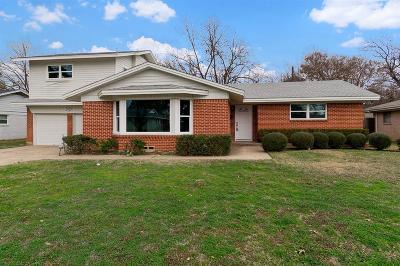 Arlington Single Family Home For Sale: 1513 University Drive