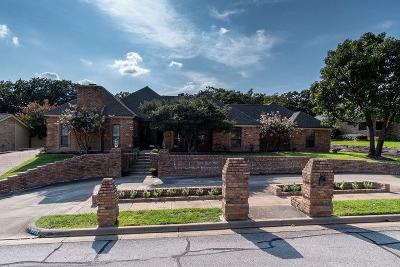 Bedford Single Family Home For Sale: 3905 Hillwood Way