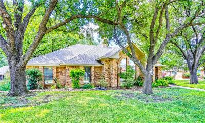 Grand Prairie Single Family Home For Sale: 17 Heritage Court