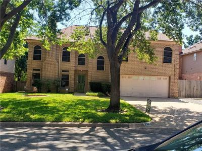 Grapevine Single Family Home For Sale: 3365 Burninglog Drive