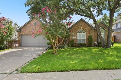Grapevine Single Family Home For Sale: 2718 Pinehurst Drive
