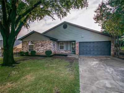 Euless Single Family Home For Sale: 713 Parker Drive