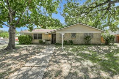 Hurst Single Family Home For Sale: 1332 Karla Drive