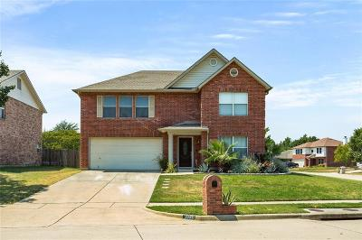 Haltom City Single Family Home For Sale: 5281 Chessie Circle