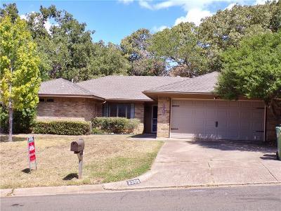 Arlington Single Family Home For Sale: 2309 Oakwood Lane