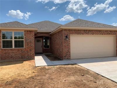 Cleburne Single Family Home For Sale: 1208 Boone Street