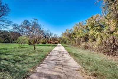 Tarrant County Single Family Home For Sale: 300 Davis Boulevard