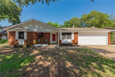 Hurst Single Family Home For Sale: 513 E Redbud Drive