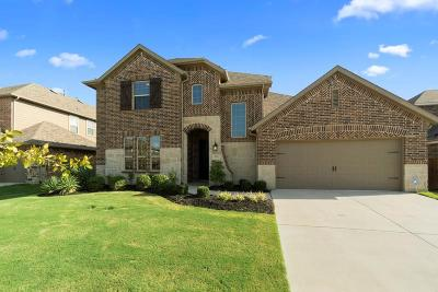 Saginaw Single Family Home For Sale: 637 Mangrove Trail