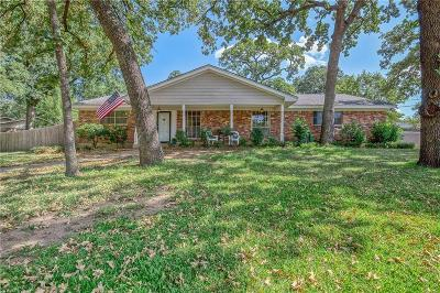 Hurst Single Family Home For Sale: 1208 Brookside Drive
