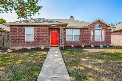 Tarrant County Single Family Home For Sale: 5820 Timbercrest Drive