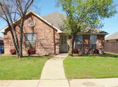 Dallas Single Family Home For Sale: 9823 Brierhill