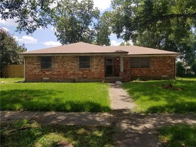 Dallas Single Family Home For Sale: 2628 Sharpview Lane