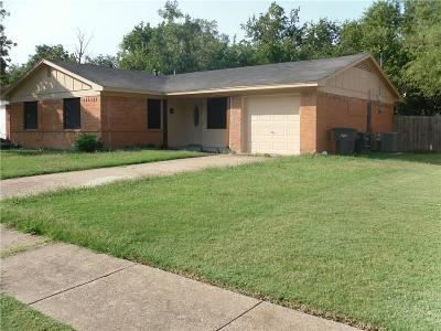 Tarrant County Single Family Home For Sale: 1524 Cloverdale Drive