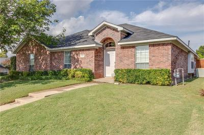 Tarrant County Single Family Home For Sale: 434 Fall Cedar Drive