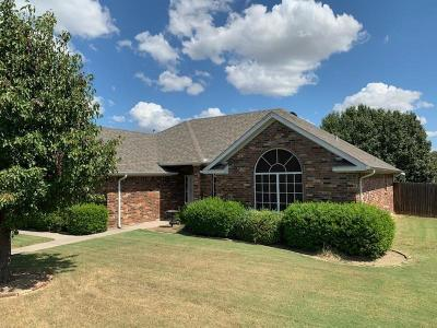 Denton County Single Family Home For Sale: 1301 Hickory Drive