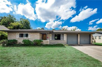 Arlington Single Family Home For Sale: 708 Valley View Drive