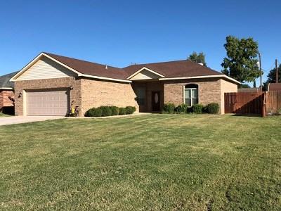 Seminole Single Family Home For Sale: 408 SW Ave. L