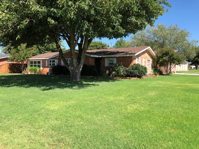 Seminole Single Family Home For Sale: 409 SW 18th St