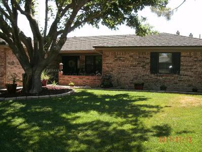 Single Family Home For Sale: 2706 N Beech Ln