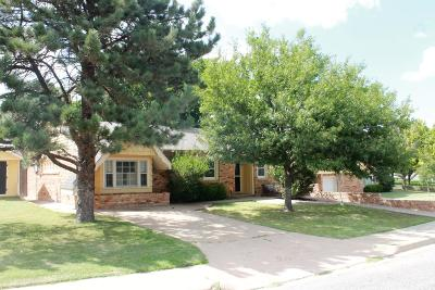 Single Family Home For Sale: 2111 N Dogwood Ln