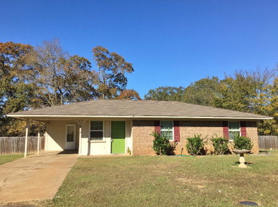 Palestine TX Single Family Home For Sale: $79,000