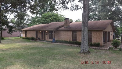 Palestine TX Single Family Home For Sale: $155,000