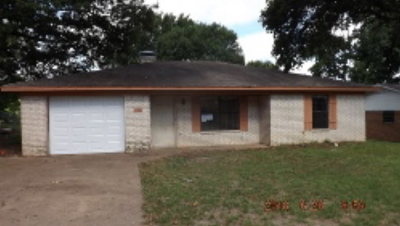 Palestine TX Single Family Home For Sale: $68,000