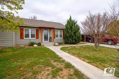 Stanton Single Family Home For Sale: 702 W Carpenter