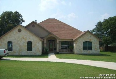 La Vernia Single Family Home For Sale: 304 Rose Garden Dr