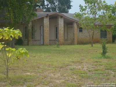 Atascosa County Single Family Home For Sale: 512 Dugosh Rd