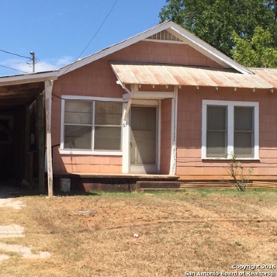Frio County Single Family Home Back on Market: 216 W Hugo St