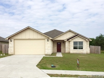 Karnes County Single Family Home For Sale: 612 Cadena Loop