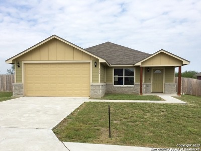 Karnes County Single Family Home For Sale: 614 Cadena Loop