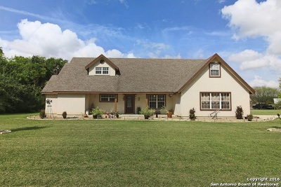 Guadalupe County Single Family Home For Sale: 377 Woodlake Dr