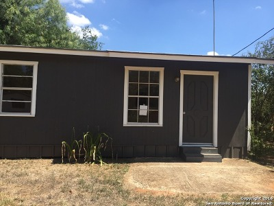 Frio County Single Family Home For Sale: 130 Trevino St