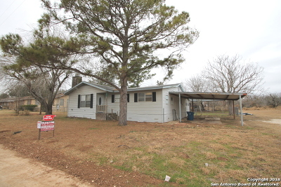 Floresville Single Family Home For Sale: 1811 B St
