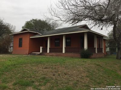Karnes County Single Family Home Price Change: 504 W Live Oak St