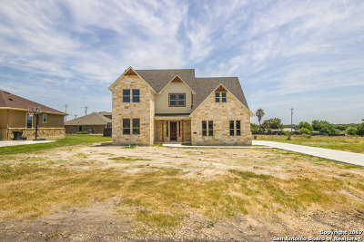 Cibolo Single Family Home For Sale: 2074 Town Creek Rd