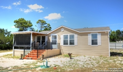 Manufactured Home For Sale: 555 Old Medina Hwy