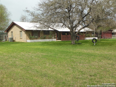 Frio County Single Family Home For Sale: 1695 Fm 2779