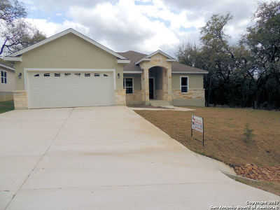 Comal County Single Family Home For Sale: 1150 Fairway Dr