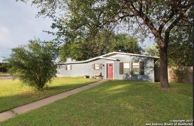 Jourdanton Single Family Home For Sale: 1007 Simmons Ave